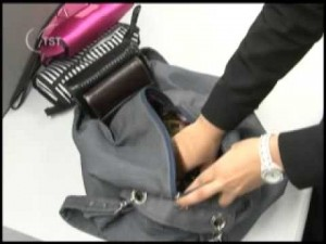 Empresa é condenada a indenizar empregado por revista de pertences pessoais na presença de outras
