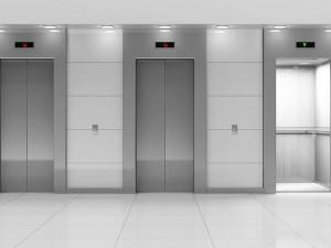 Mãe e filha são indenizadas por queda de elevador